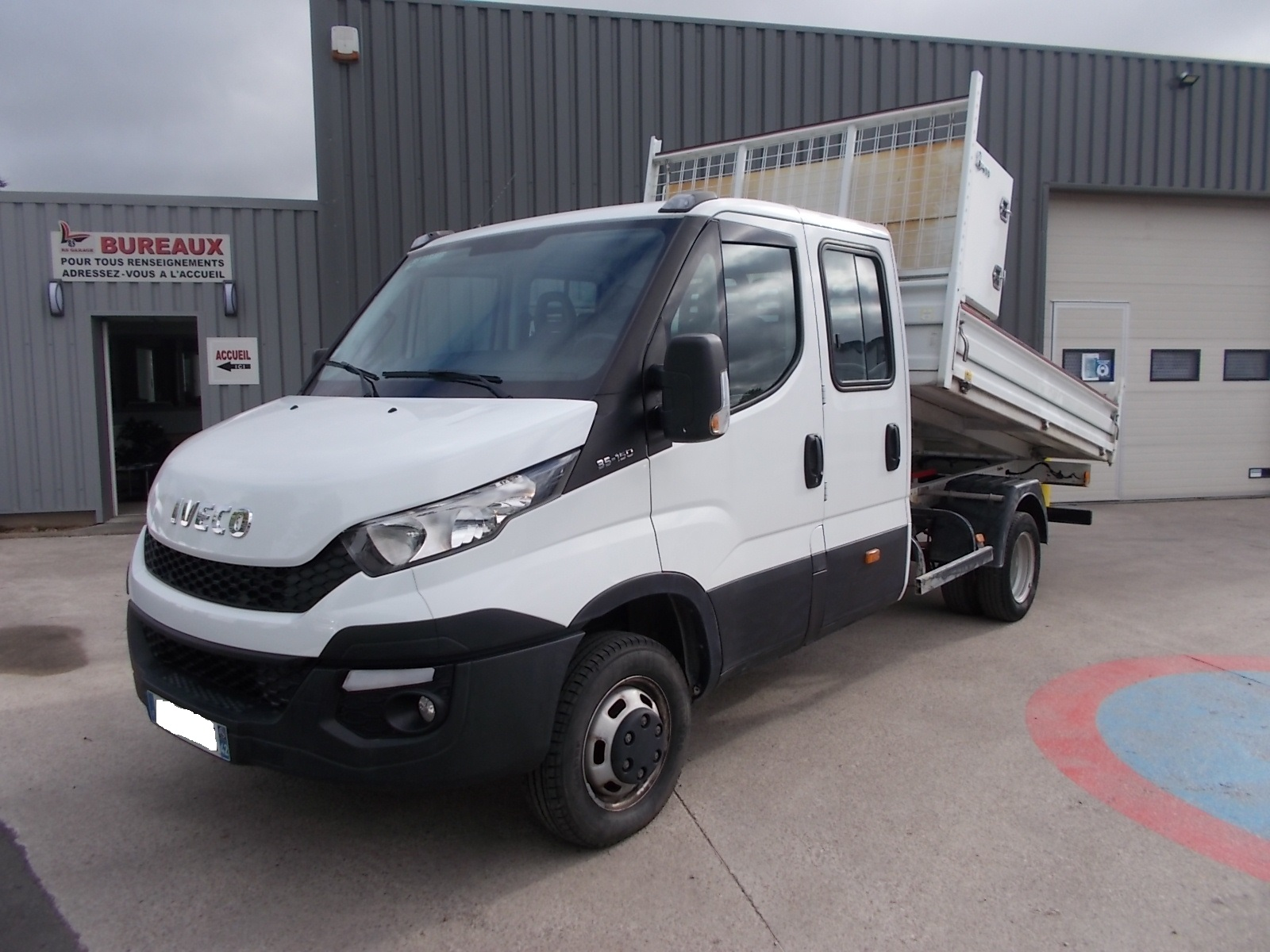 IVECO DAILY CCB 35C15 DOUBLE CABINE BENNE + COFFRE 07 PLACES