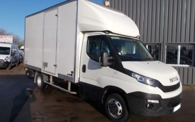 IVECO DAILY CCB 35C15 CAISSE 20 m3 + HAYON + 1 PORTE LATERALE DROITE.