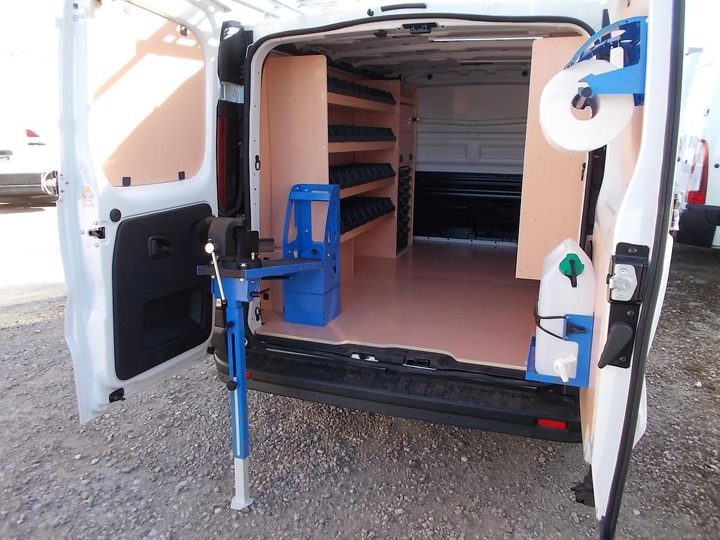 Installation spécifique meuble de rangement + étau + accessoires