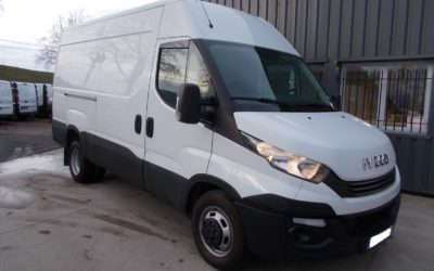IVECO DAILY 35C14 V12 HI-MATIC FOURGON ROUES JUMELEES 03 PLACES ( BOITE AUTOMATIQUE ).