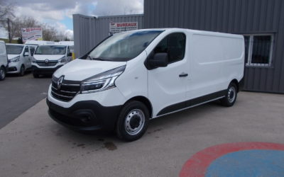 RENAULT TRAFIC III L2H1 FOURGON 2.0 Blue DCI 120 PACK EXTRA MEDIA NAV NEUF ( nouveau modèle ).