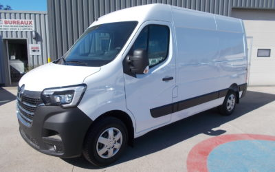 """RENAULT MASTER ( PHASE 2 ) 35 L2H2 FOURGON 2.3 BLUE DCI 180 AMT EXTRA MEDIA NAV EVOLUTION 7"""" 03 PLACES NEUF"""
