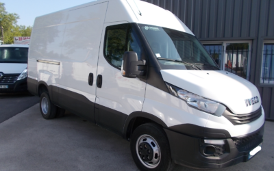 IVECO DAILY 35C14 V12 FOURGON ROUES JUMELEES 03 PLACES AVEC ATTELAGE